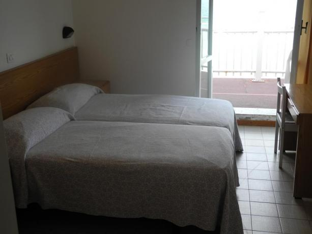 A Pesaro albergo camera doppia e balcone