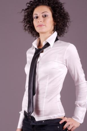 Camicia donna a body maniche lunghe modello slim