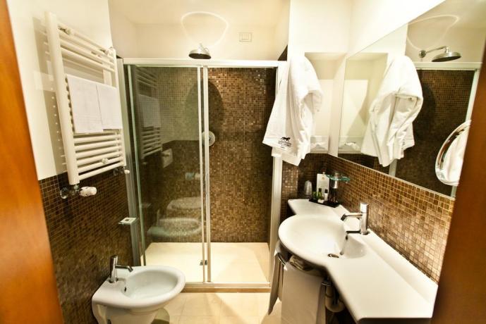 Hotel con bagno privato con Cabina Doccia