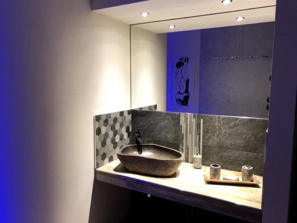 Camera Suite con Lavabo in pietra naturale