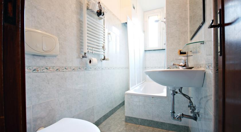 Bagno privato con phon e vasca