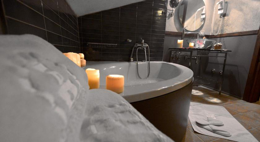 bagno privato con vasca Albergo**** Difusso Rovere