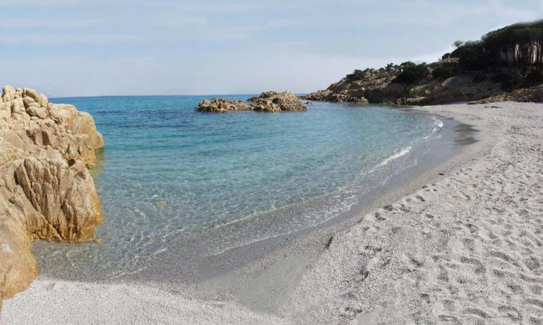 Spiaggia di Cala Liberotto con sabbia bianca