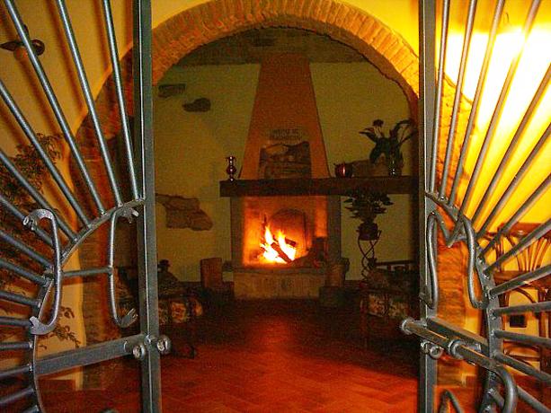 Hotel in Toscana con Camino e Ristorante