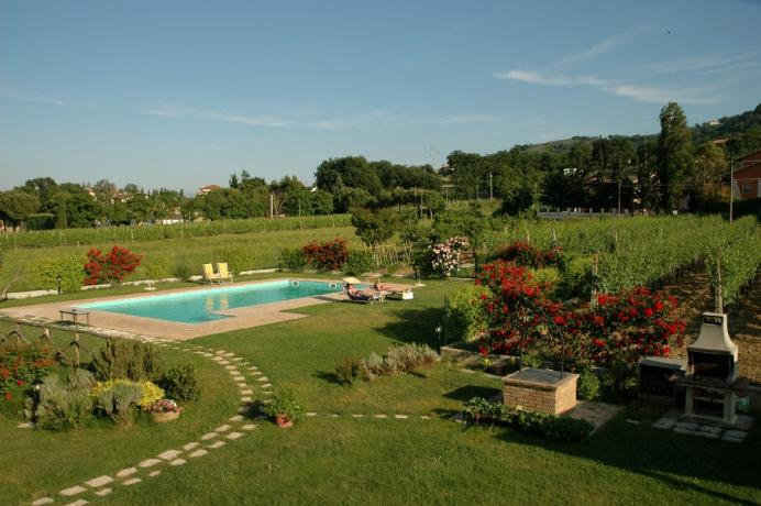 Piscina ed Orto Biologico in Agriturismo Umbria