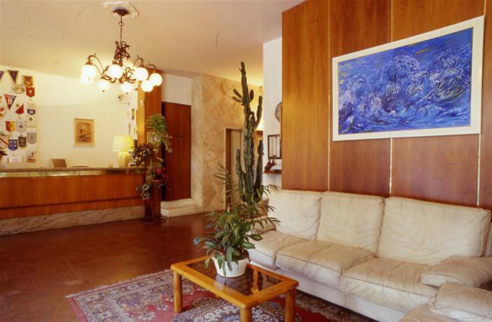 Hall dell'hotel con Tv e WiFi