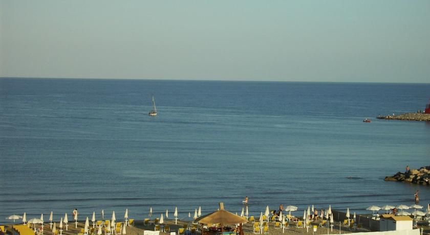 Hotel Fronte mare a Terracina