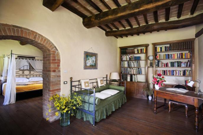 Sala da Pranzo con Cucina arredata a Montepulciano