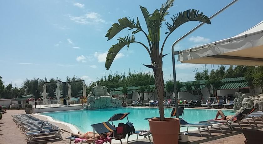 villaggio-paestum-bungalow-ristorante-piscina-mare