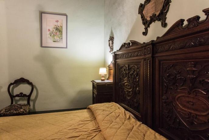 Camera matrimoniale in villa di lusso valtiberina