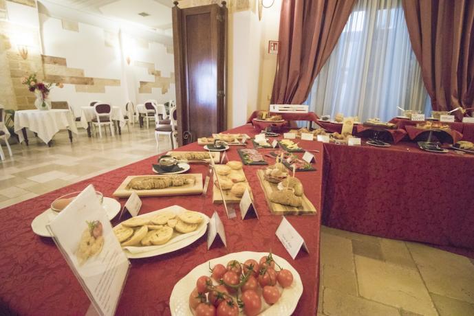 Colazione a buffet in romantica dimora del Salento