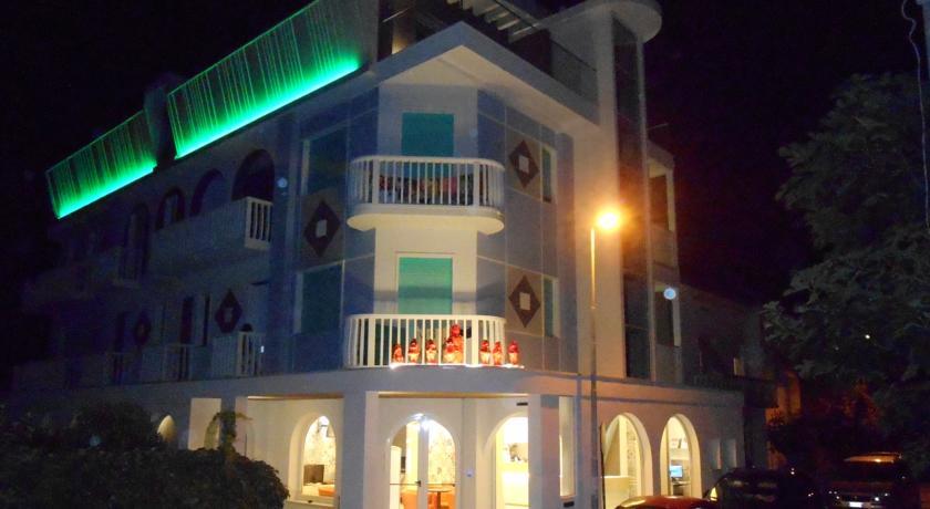 Vista hotel in notturna