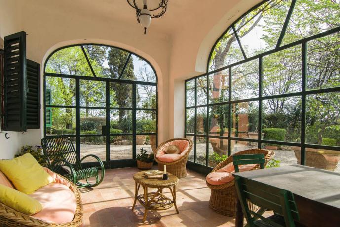 Villa con patio esterno chiuso