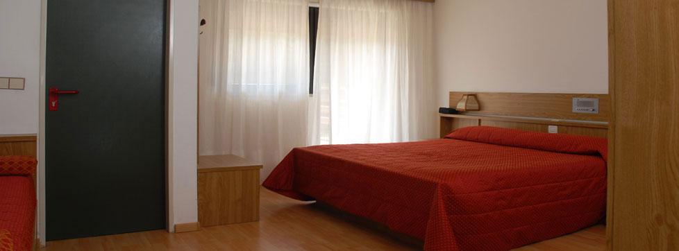 Nuovo arredamento per camere in montagna hotel benessere 3 for Arredamento camere hotel prezzi