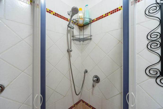 Bagno con doccia appartamento a Roma centro