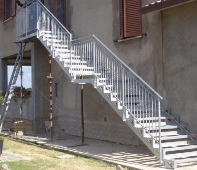 Costruzione scala da esterno in ferro umbria produzione e - Scale da esterno in muratura ...