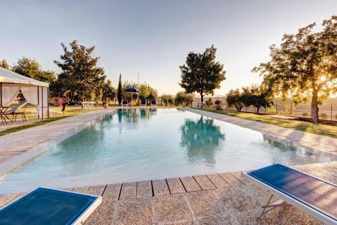piscina attrezzata a cortona in casale privato