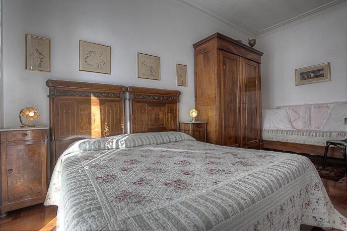 Camera matrimoniale con divano B&B nel Lazio