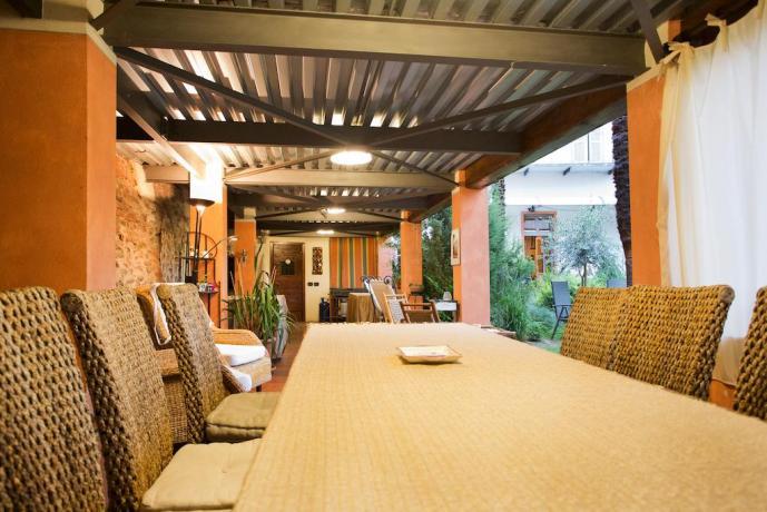 Sala per banchetti con vista in giardino