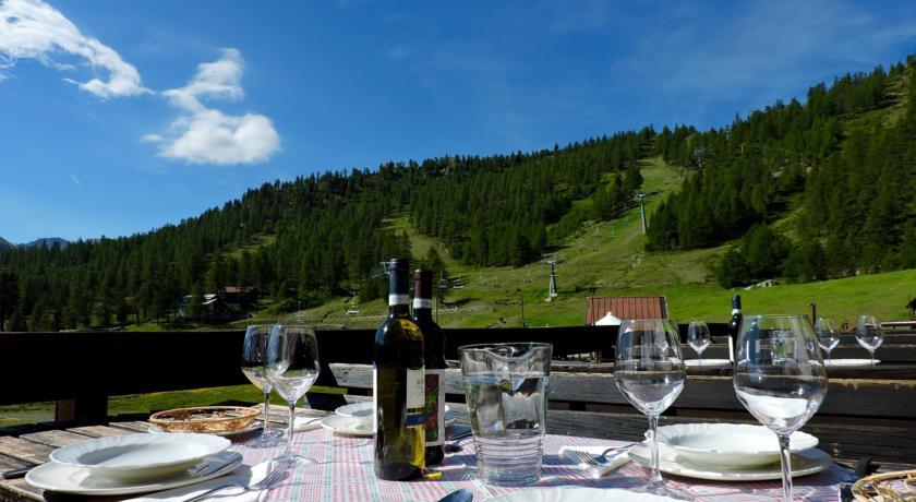 Ristorante all'aperto nella Val di Susa