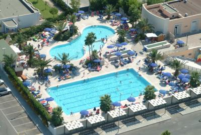 Villaggio con due piscine