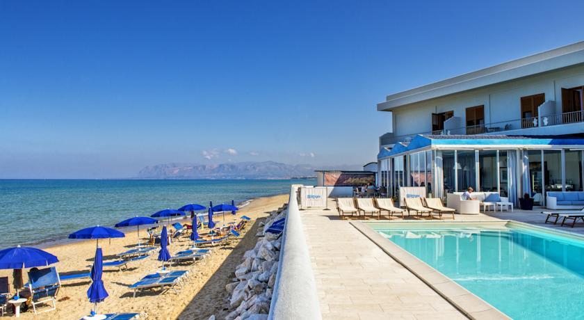 Matrimonio Spiaggia Alcamo : Lb albergo stelle con piscina e vista sul mare a