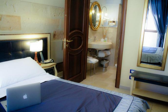 camera in albergo con wifi e aria condizionata
