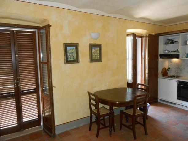 Accogliente soggiorno con angolo cottura, appartamenti