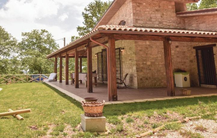 Patio casa vacanze con giardino a San Lupo