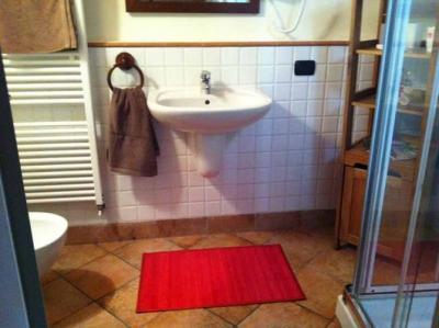 Bagno con doccia in Appartamento Bergamo