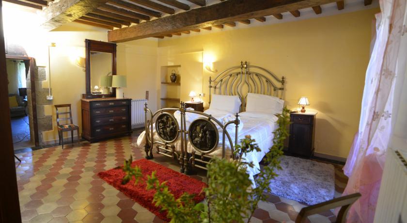 Suite arredata in stile rustico