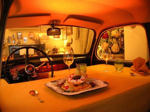 Pasto in auto d'epoca hotel a Chiusi