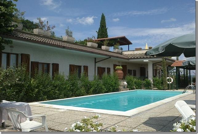 Residenza Podere appartamento vacanza Magione piscina solarium