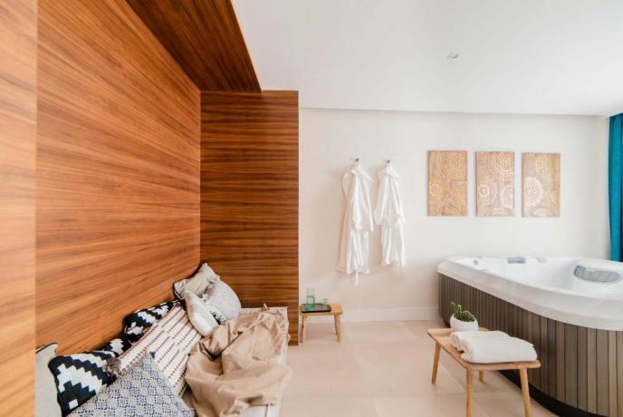 Suite SPA con vasca idromassaggio interna hotel4stelle Baia-Domizia