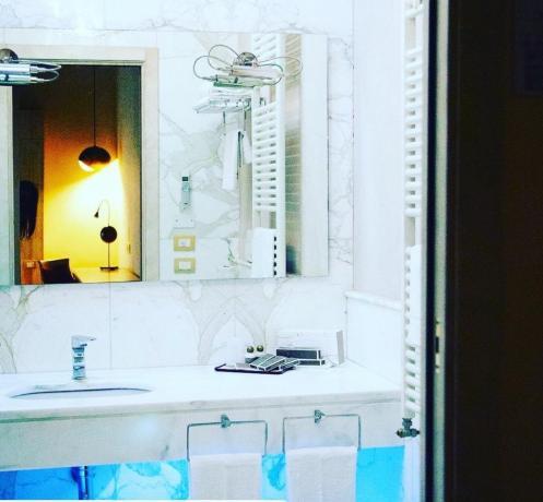 Bagno in marmo in Hotel Benessere vicino Riccione