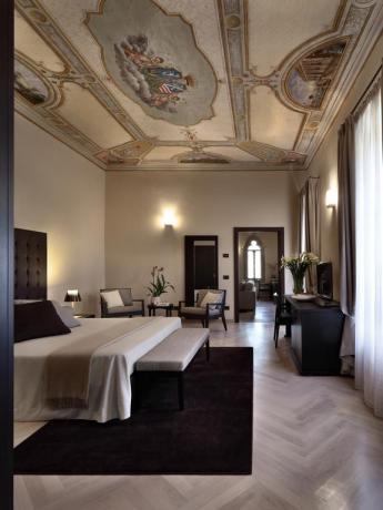 Suite conte con affreschi albergo 5 stelle Perugia