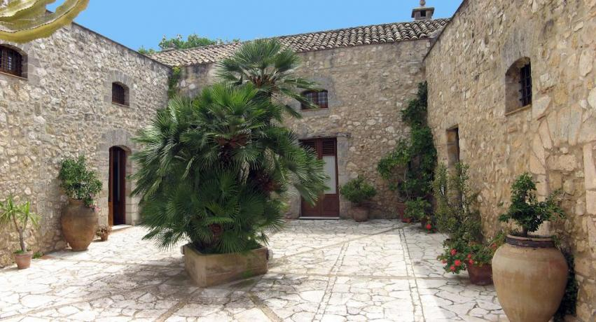 Hotel 3 stelle vicino al Golfo di Cornino-Sicilia