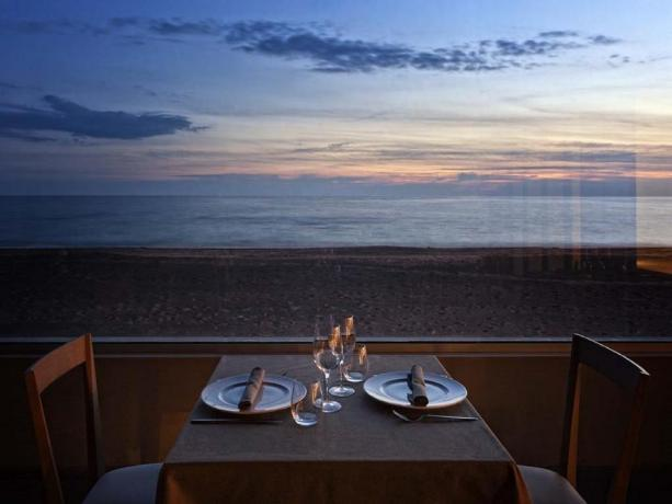 Albergo4stelle con ottimo ristorante fronte spiaggia Latina