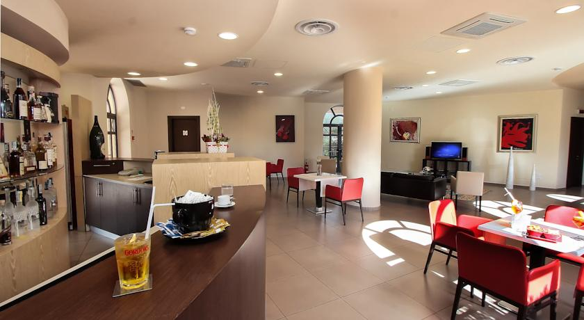 Bar in stile moderno dell'hotel in Campania