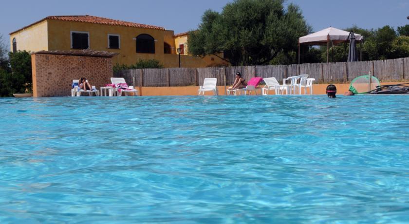 Piscina vacanze Famiglia Residence Appartamenti Vignola Mare