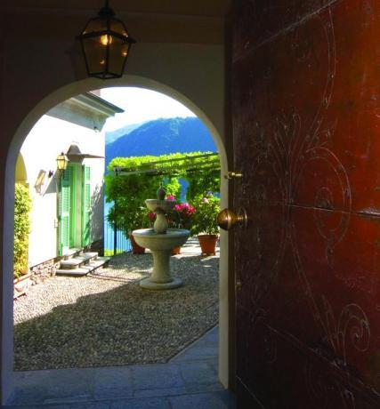 Scorcio con fontana: Villa L'Incanto Lago d'Orta