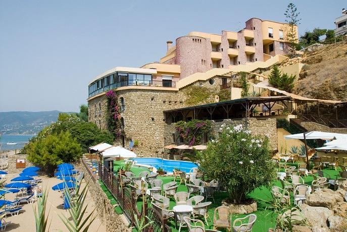 spiaggia privata del hotel a palinuro