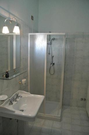 Bagno con box doccia B&B casale San Terenziano