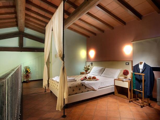 Romantica Suite con Idromassaggio in Resort Toscana