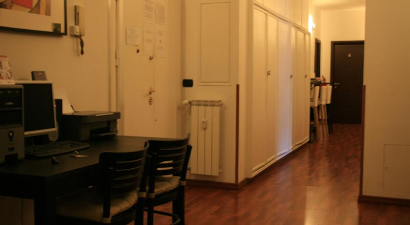 Area ufficio Economic B&B a Roma