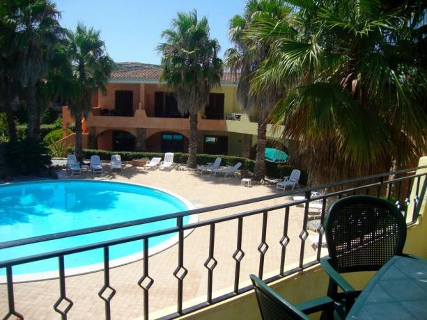 Appartamenti Vacanza con Attico su Piscina e Solarium