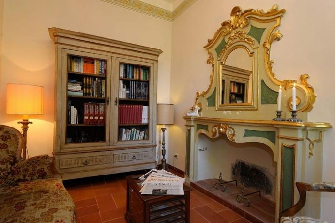 Villa d'epoca a Perugia con camino '700