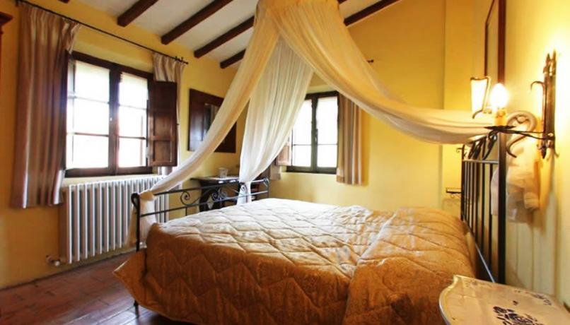 Camera Casolare con letto a baldacchino in Umbria