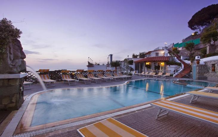 Piscina residence Forio d'Ischia con acqua calda