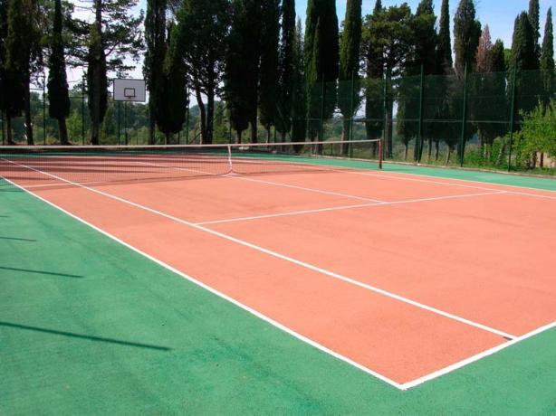 Villa storica con campo tennis vicino Perugia